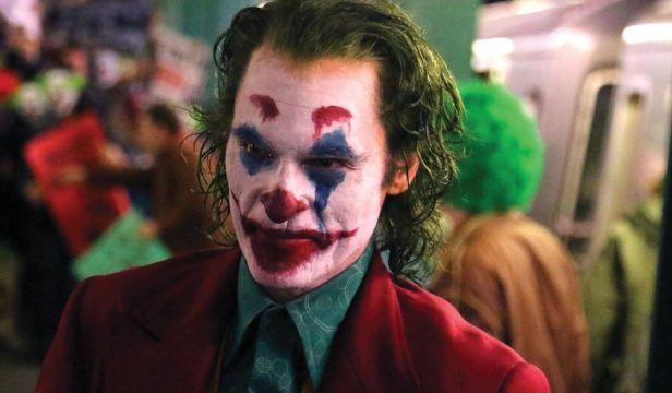 """Il CineOcchio – """"Joker"""", un Joaquin Phoenix da Oscar per un film magistrale"""
